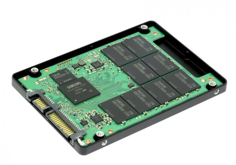 Ổ cứng SSD không có sự hoạt động cơ học nào